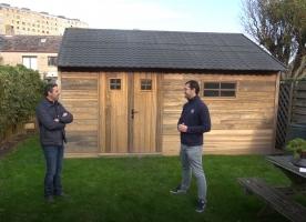 Realisatie én doe-het-zelver in de kijker: Henk De Zutter en zijn tuinhuis in padouk