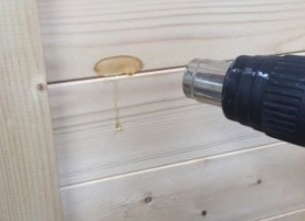 Hoe verwijder je hars uit hout?