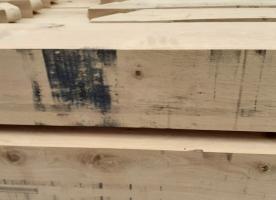 Blauwzwarte oxidevlekken op je hout: hoe verwijder je die?
